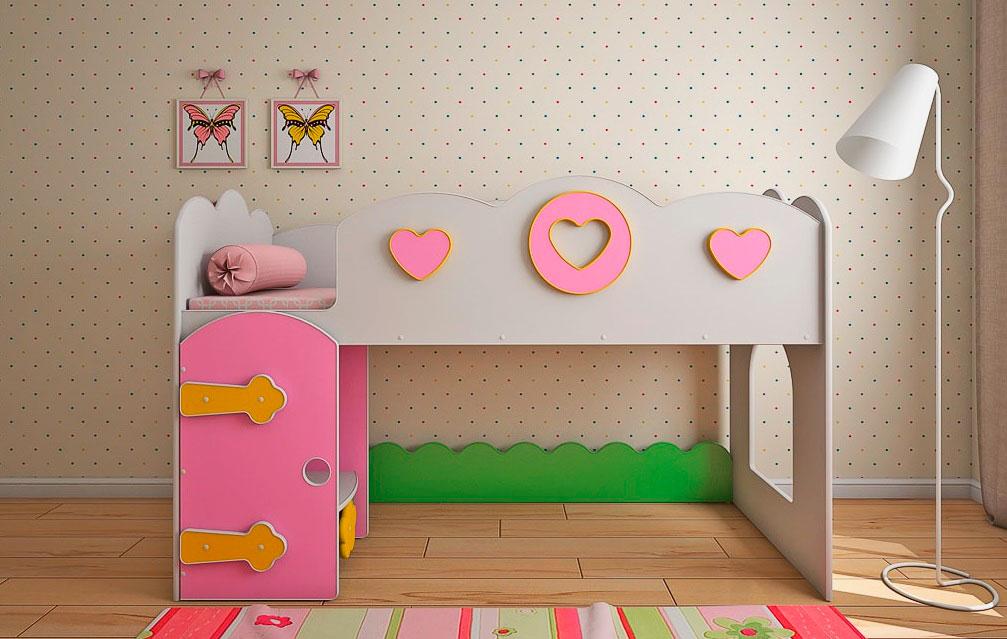 Низкая кровать-чердак для девочки со свободно организуемой зоной внизу