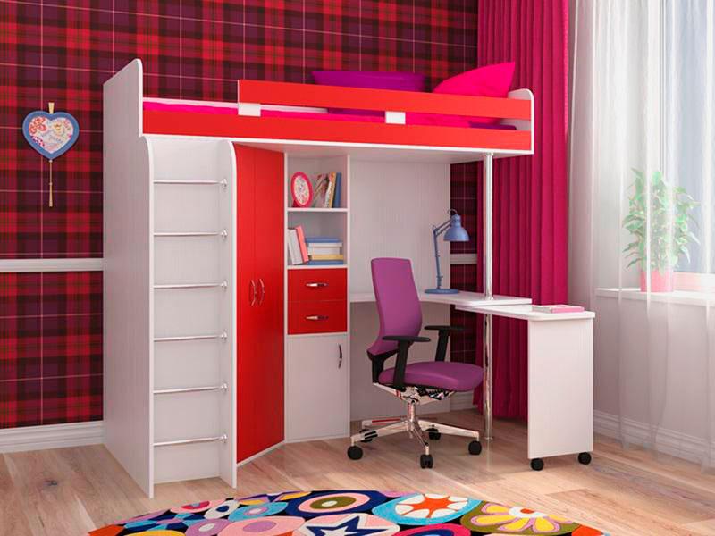 Красная кровать-чердак со столом в интерьере комнаты деочки