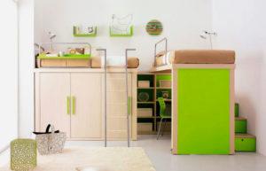 Кровать-чердак для двоих в интерьере комнаты