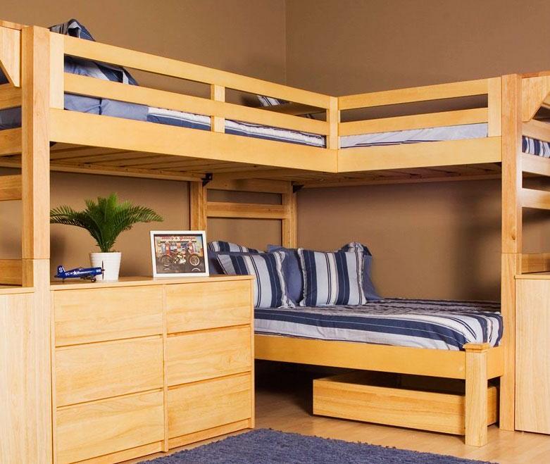 Трехместная угловая кровать-чердак