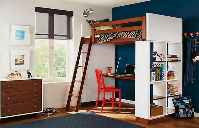 Кровать-чердак для мальчика подростка со столом внизу