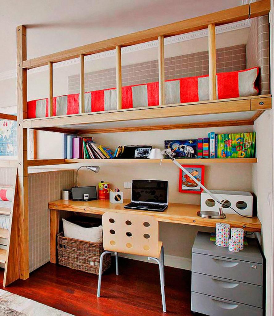 Встроенная кровать-чердак классического типа со свободно организуемой зоной внизу