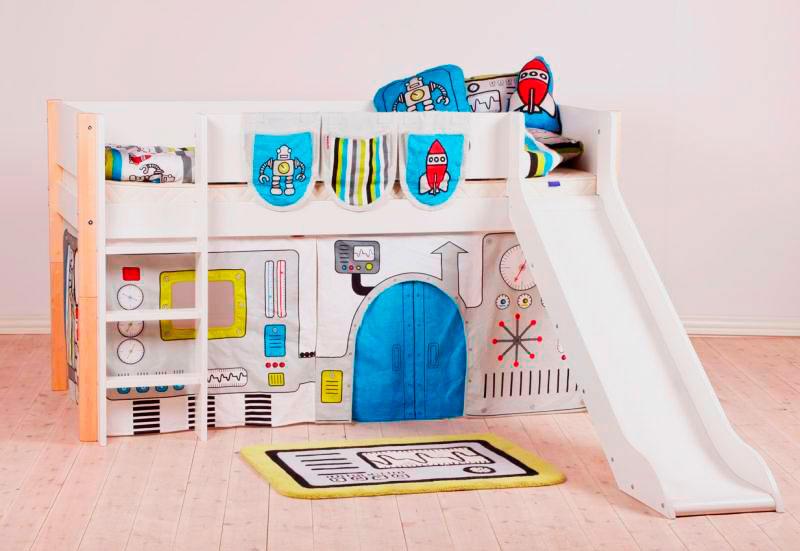 Кровать-чердак для мальчика с игровой зоной внизу