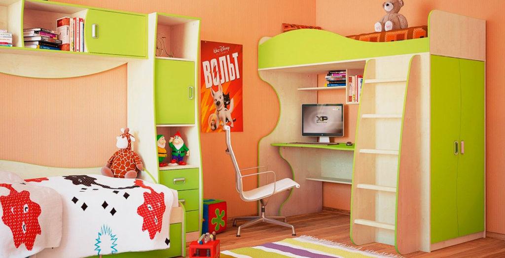 Кровать-чердак с рабочей зоной и шкафом сбоку с распашными дверьми