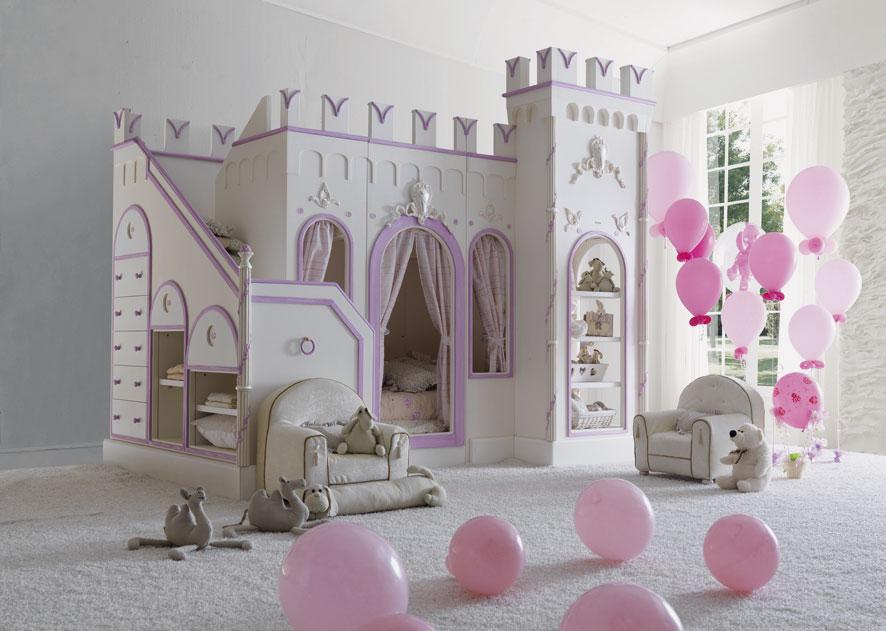 Кровать для девочки в форме замка