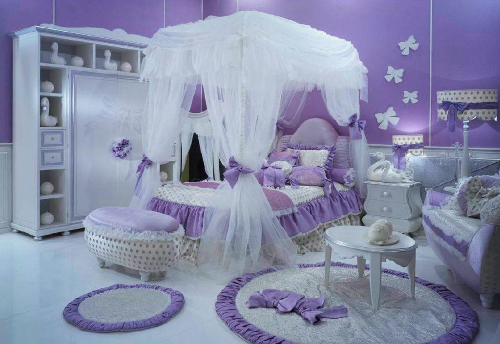 Интерьер комнаты девочки с кроватью с балдахином