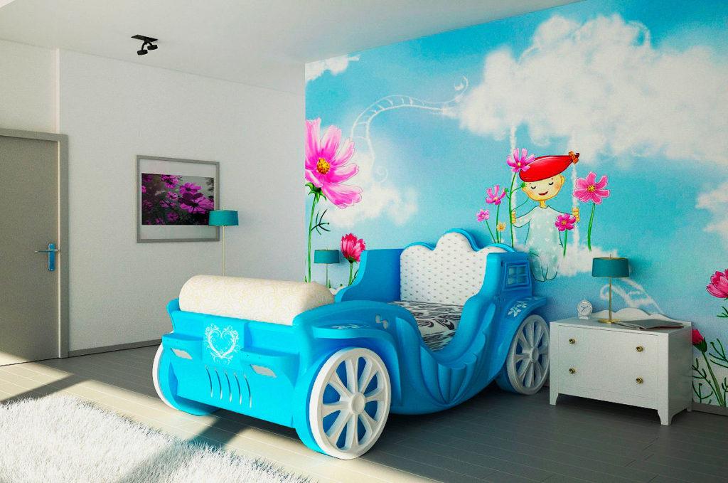 Детская кровать в виде кареты голубого цвета