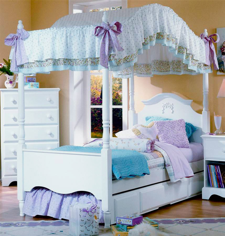Кровать для девочки с балдахином