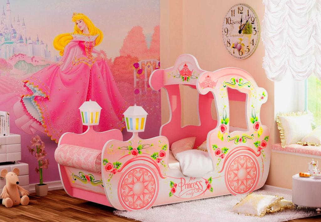 Красивая кровать в виде кареты