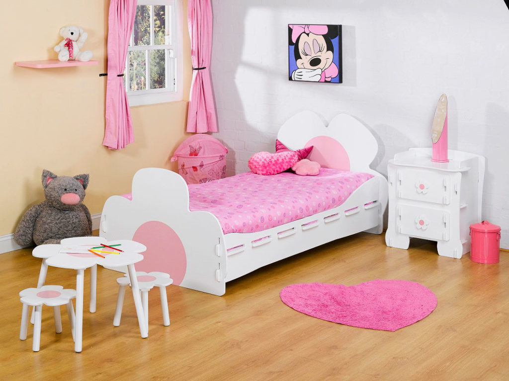 Фото детской комнаты девочки с кроватью
