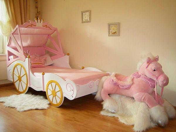 Кровать карета для девочки с деревянным каркасом