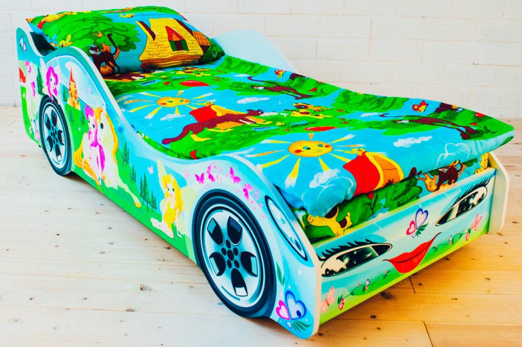 Фото детской кровати для девочки в виде машины