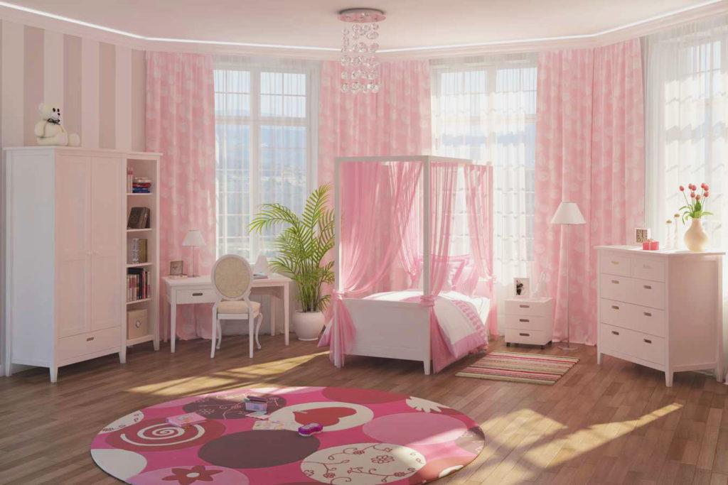 Просторная спальня девочки подростка в классическом стиле с кроватью с балдахином