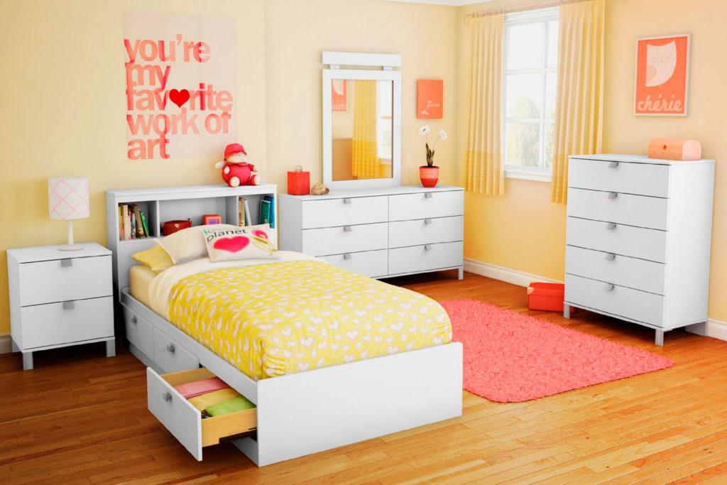 Современный интерьер комнаты девочки подростка с кроватью