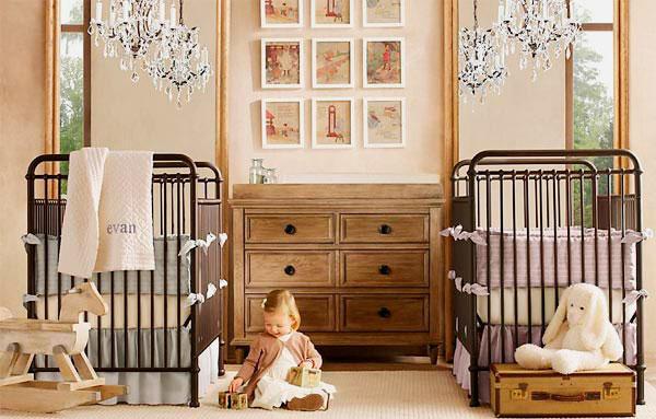 Две отдельные кровати для младенцев в одной комнате