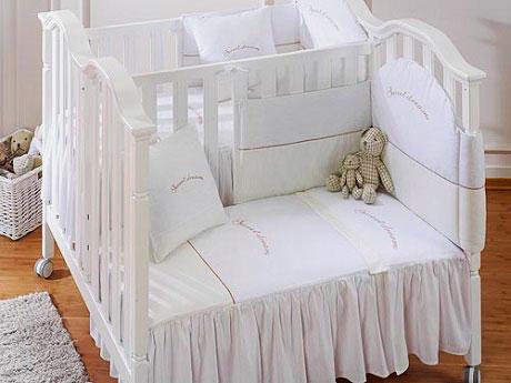 Фото спального места кровати со смежными спальными местами для новорожденных