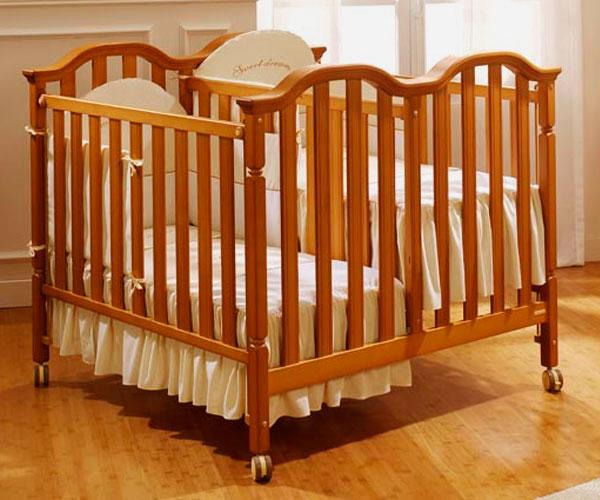 Деревянная детская кроватка для двоих новорожденных с регулируемыми по высоте спальными местами