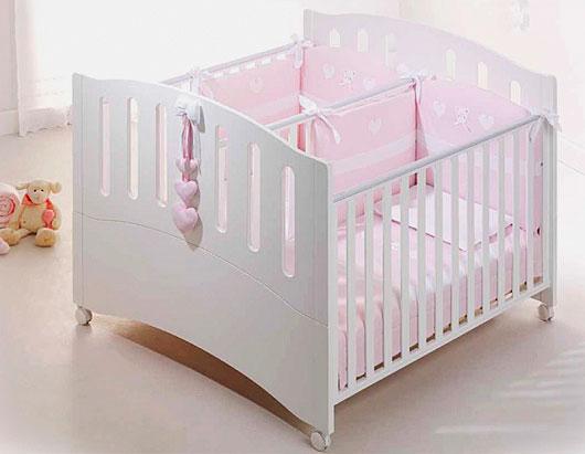 Смежная кроватка для близнецов с опускающимися боковыми стенками