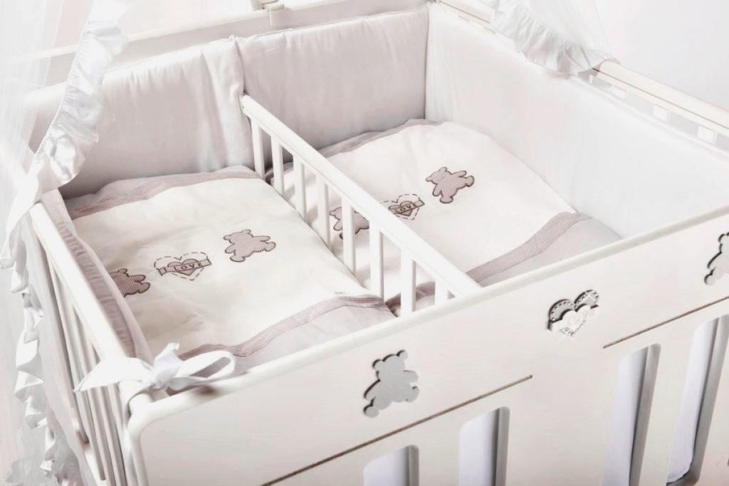 Фото детской кроватки для двйняшек со смежным спальным местом