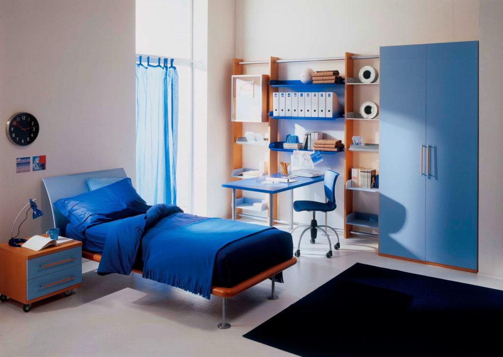 Интерьер комнаты подростка с кроватью