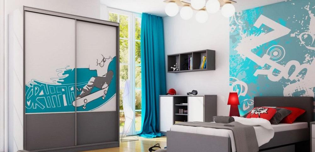 Фото комнаты мальчика подростка со шкафом купе и кроватью с мягким каркасом