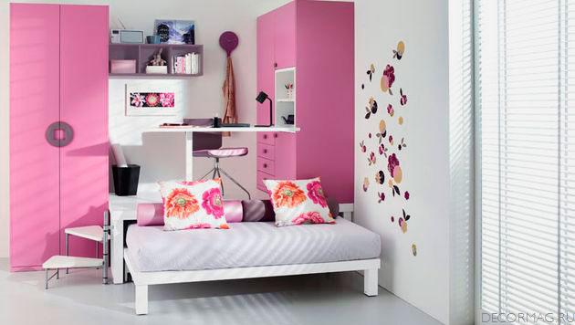 Выдвижная кровать подиум в интерьере комнаты девочки