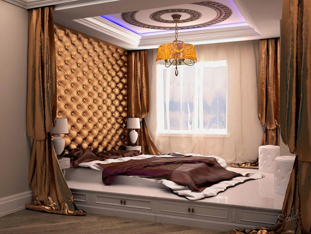 Кровать на подиуме расположенная в нише у окна