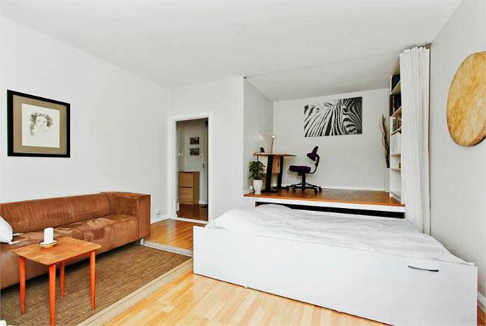Подиум с выдвижной кроватью расположенной в нише комнаты