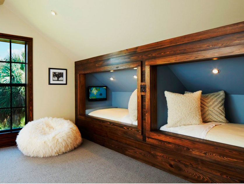 Комната со встроенными в стену кроватями