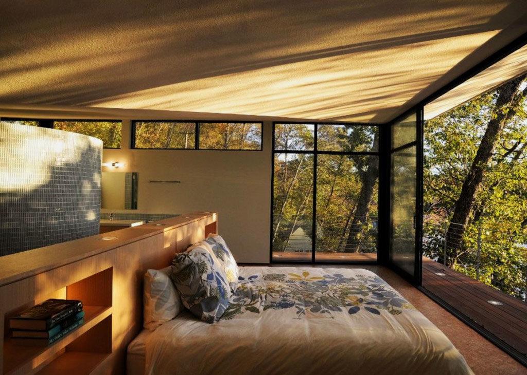 Спальная комната с панорамными окнами