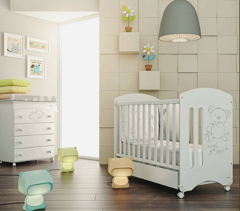 Кроватка для младенца на колесиках