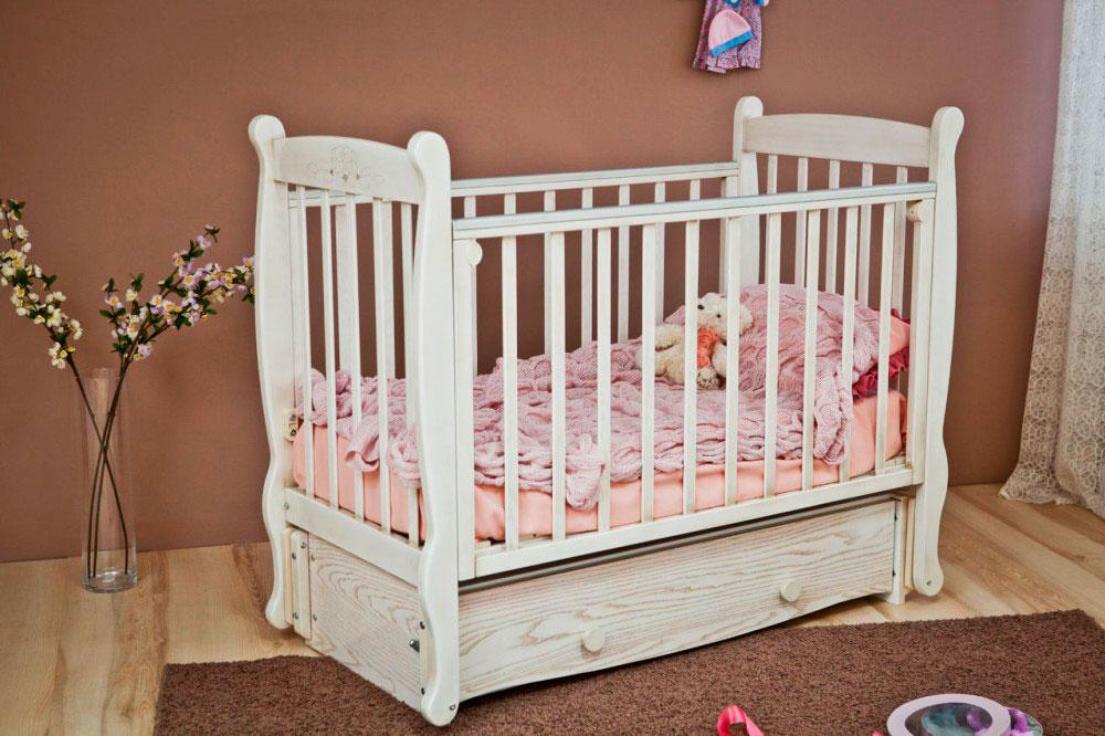 Фото детской кроватки с маятниковым механизмом укачивания