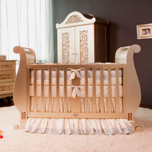 Кроватка для новорожденного стандартного типа
