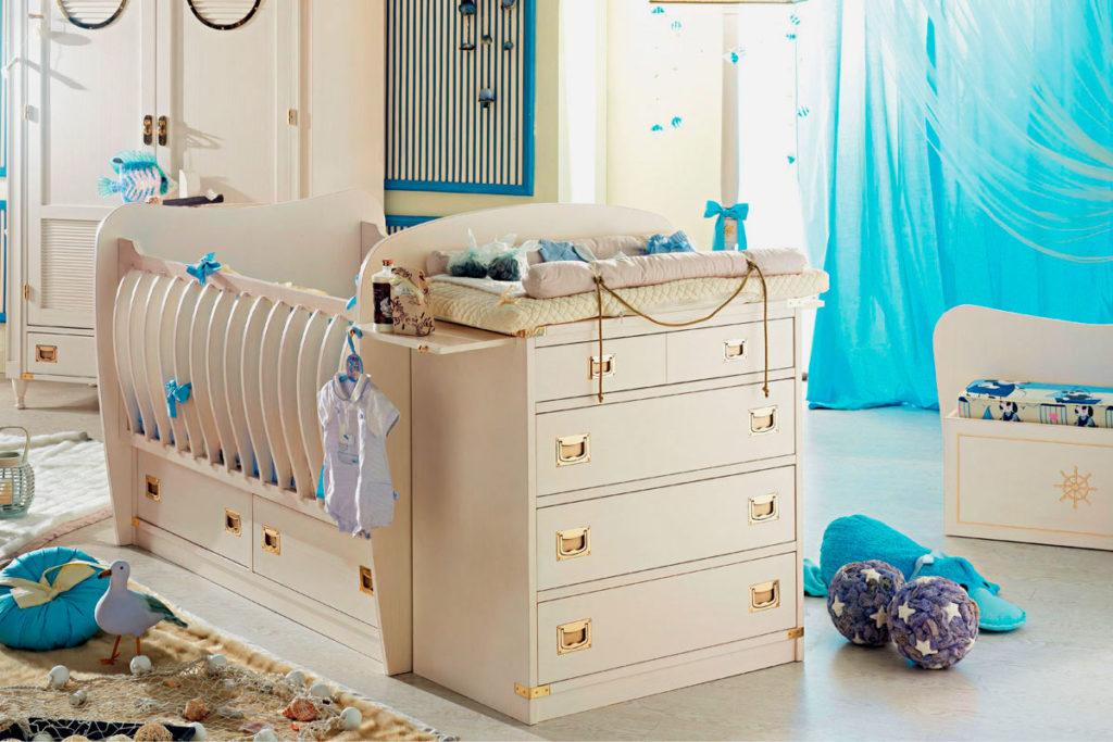Детская кроватка с комодом-пеленальным столиком