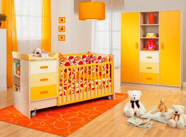 Детская кроватка для новорожденных с пеленальным столиком и тумбой с выдвижными ящиками