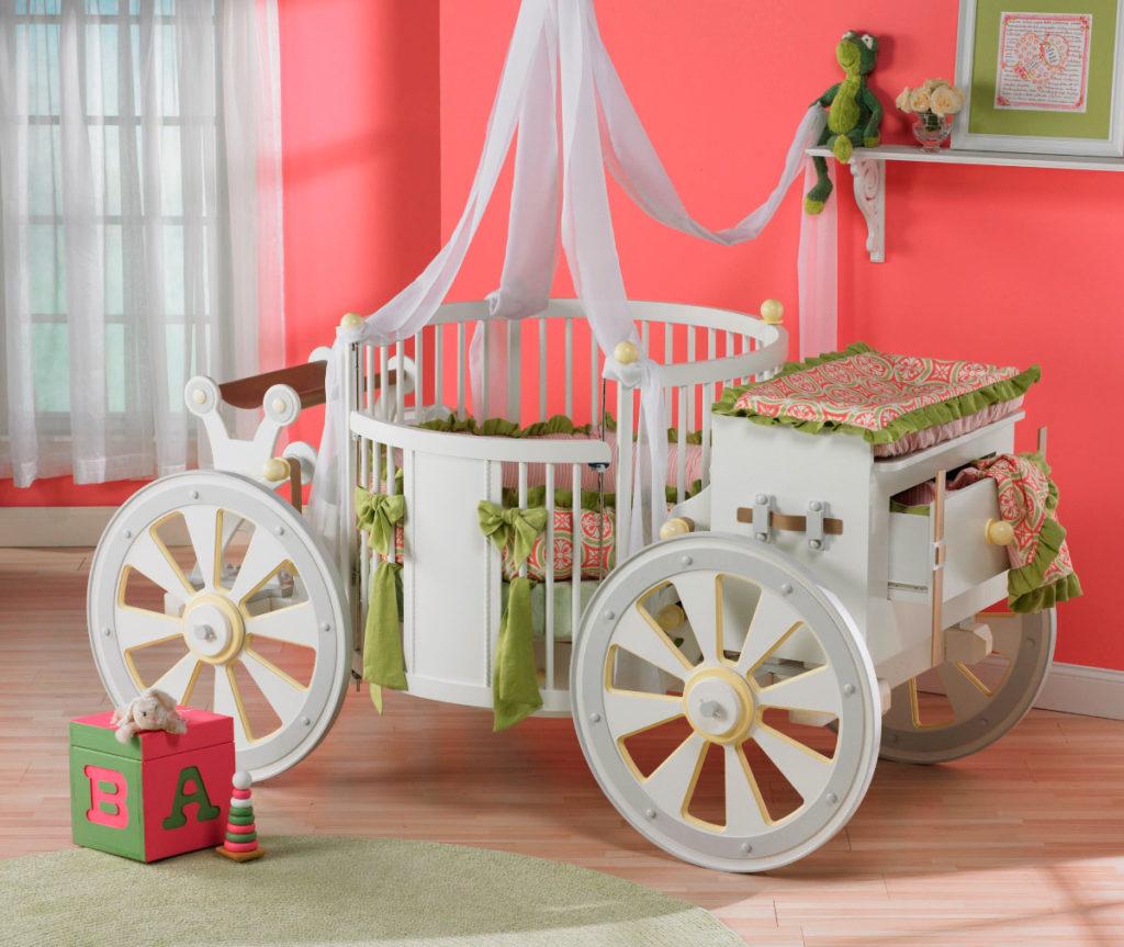 Фото детской кроватки в виде кареты для новорожденного с круглым спальным местом