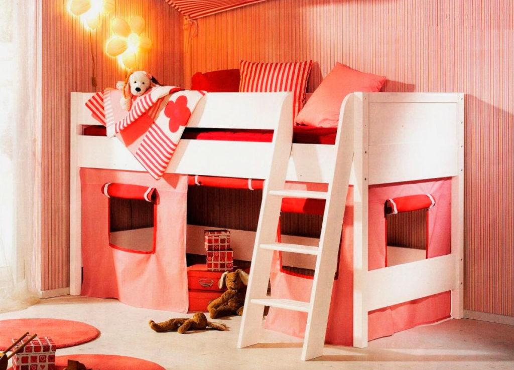 Детская кровать-чердак с игровой зоной внизу
