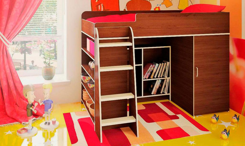 Деревянная кровать-чердак низкого типа с книжным шкафом внизу