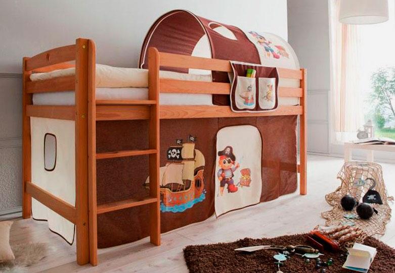 Деревянная кровать-чердак с низким каркасом в детской комнате