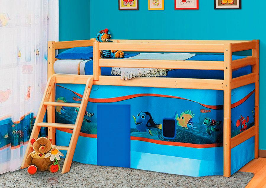 Деревянная кровать-чердак с высокими бортиками для маленьких детей