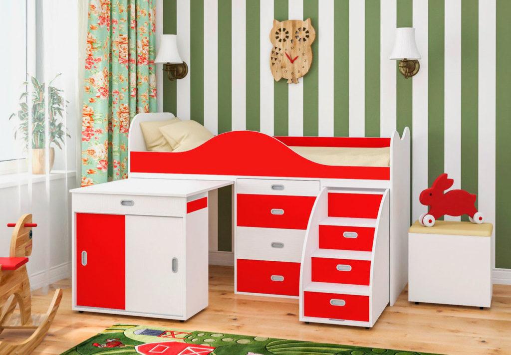 Низкая кровать-чердак с выдвижным столом оснащенным шкафом купе