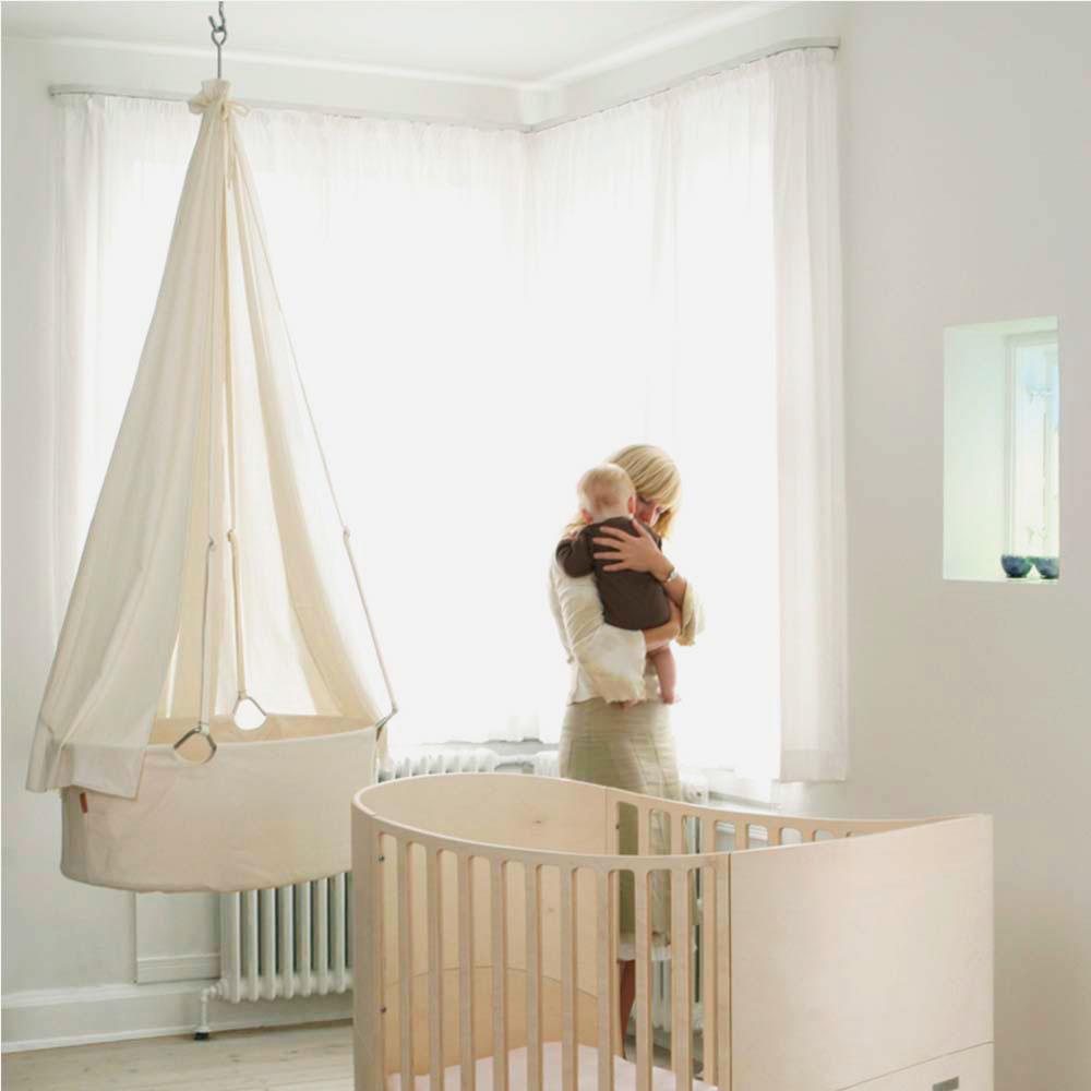 Фото подвесной люльки для младенца закрепленной к потолку