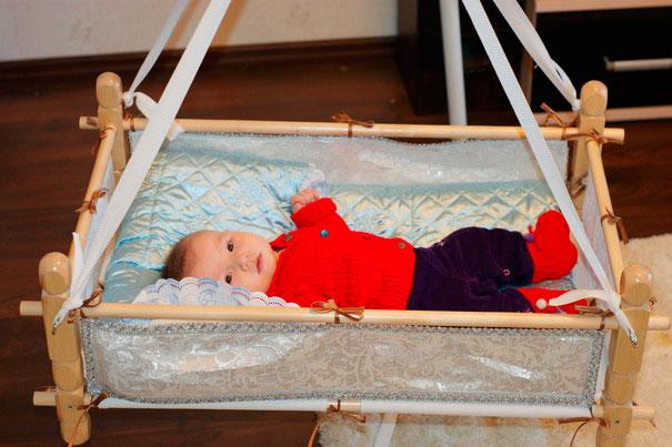 Кроватка подвесная для новорожденных