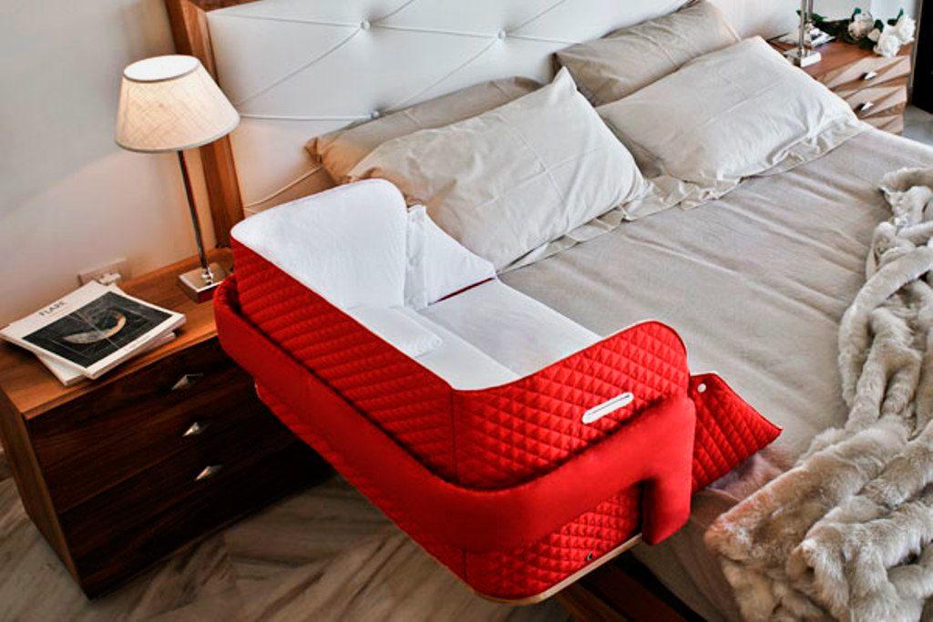 Мягкая приставная кроватка для младенца