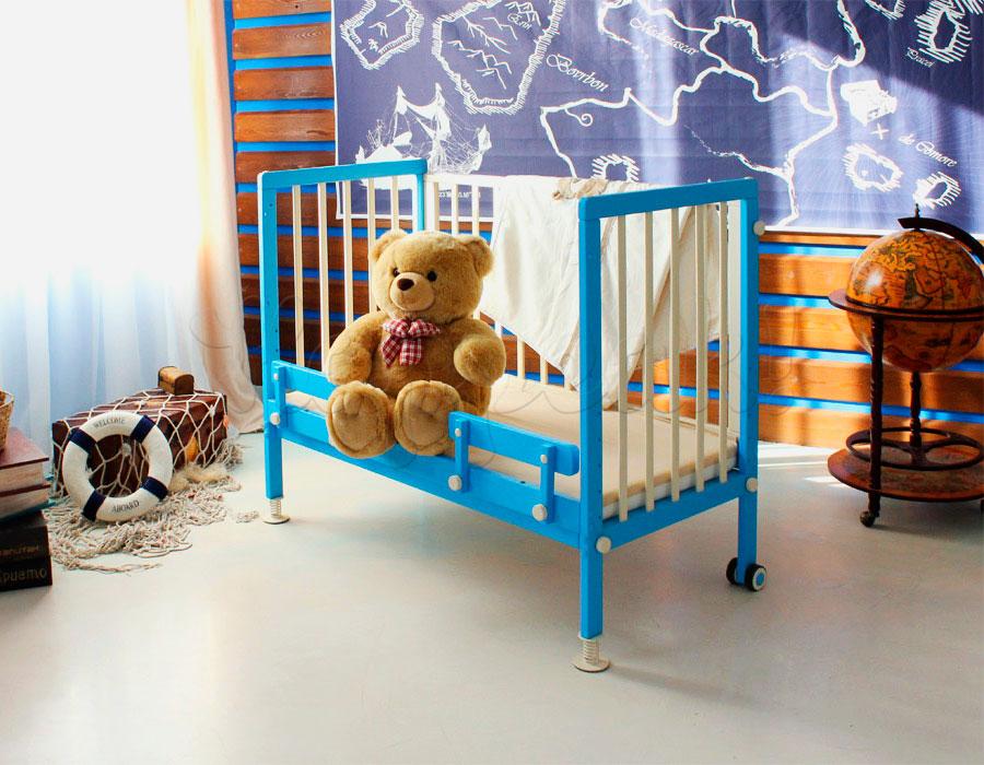 Детская приставная кроватка с регулируемым по высоте спальным местом
