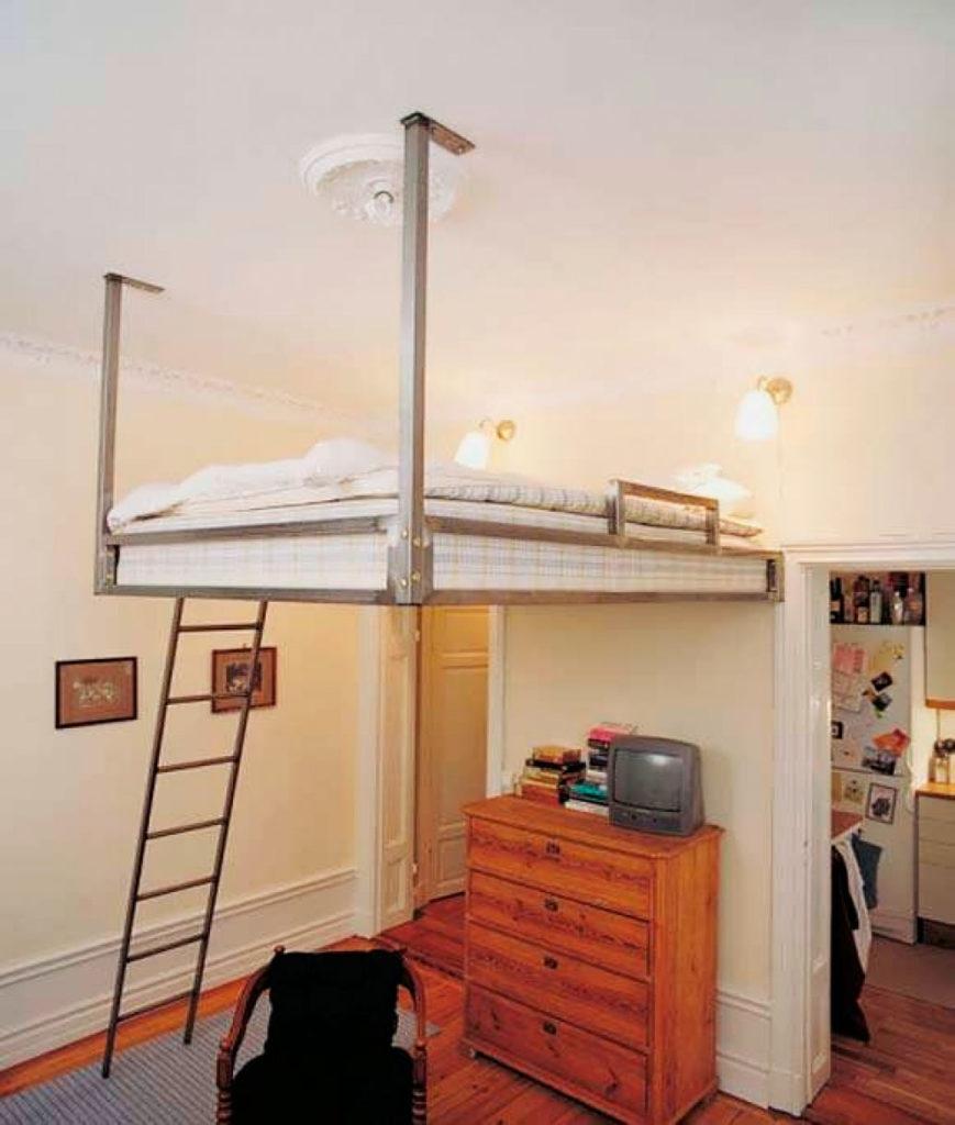 Конструкция кровати-чердака закрепленная к стене и потолку