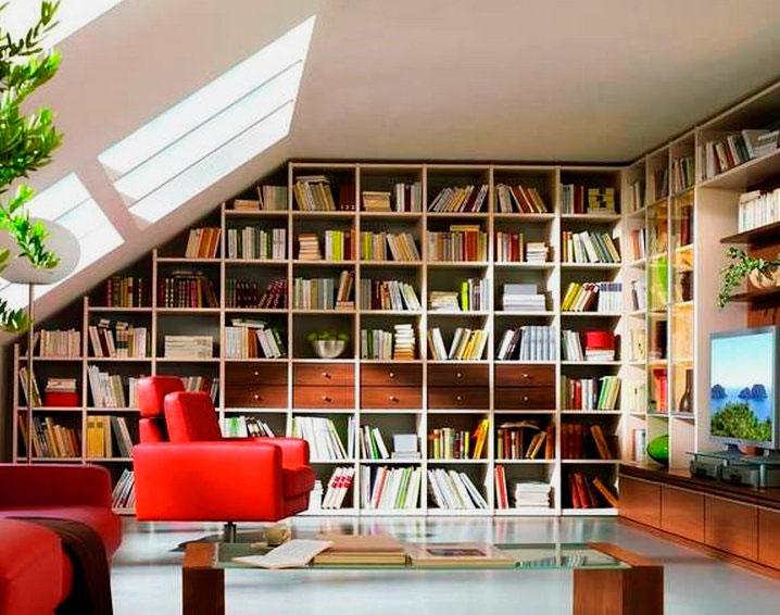 Встроенный шкаф для книг в интерьере комнаты