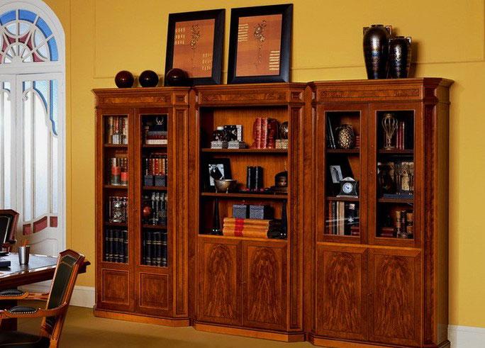 Классический шкаф для хранения книг