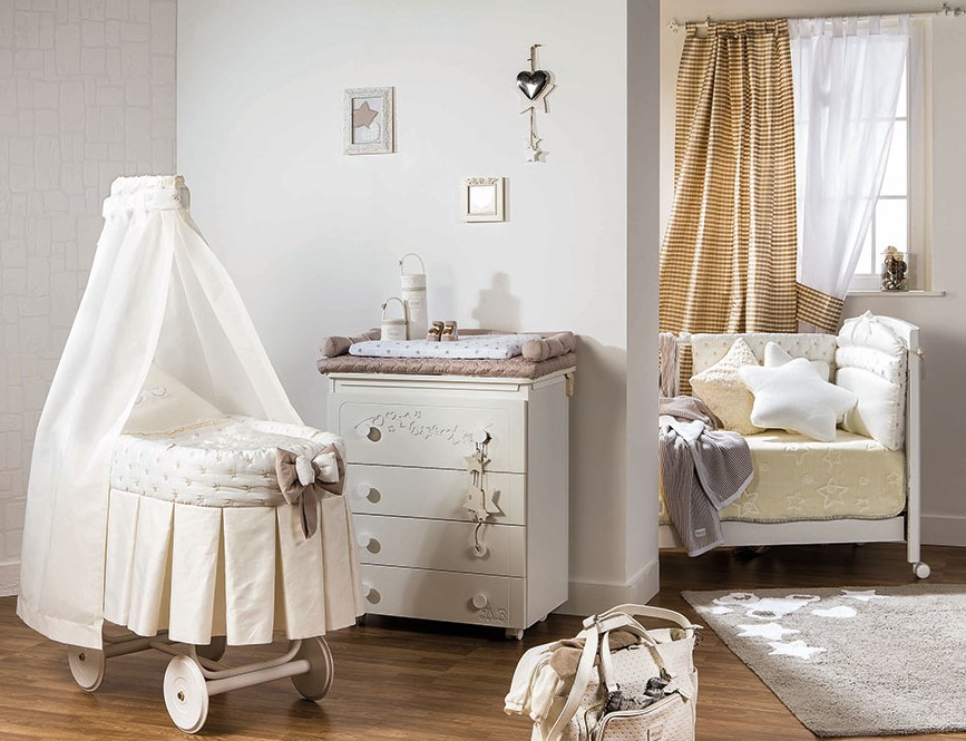 Фото детской кровати на колесах с балдахином