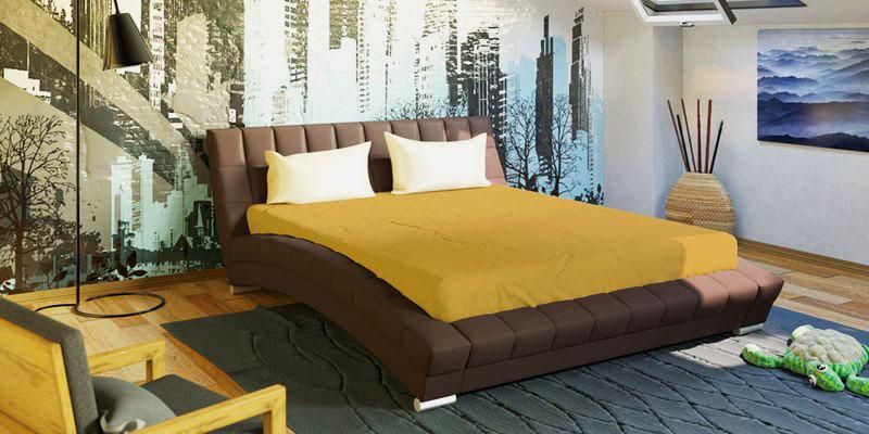 Коричневая кутаная кровать в спальне